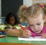 Aider un enfant à devenir droitier ou gaucher