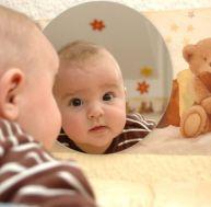 Stade du miroir : bébé et le stade du miroir
