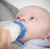 L'alimentation au biberon de bébé