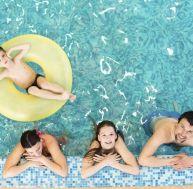 Aménager la bordure d'une piscine
