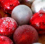 Fabriquer soi-même des boules de Noël...