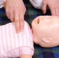 Réanimer un bébé qui ne respire plus