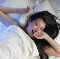 Pendant le sommeil léger, vous restez sensible à ce qui vous entoure