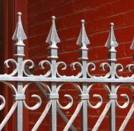 Décaper un portail métallique