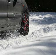 Chaînes à neige, chaussettes, pneus neige...