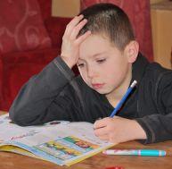 Aider son enfant à faire ses devoirs seul
