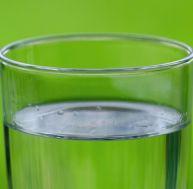 Filtre à eau ou pastilles pour voyager