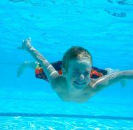 Initier son enfant à la natation