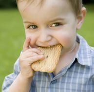 Le goûter permet à votre enfant de patienter jusqu'au dîner sans grignoter