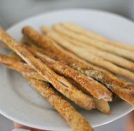 Préparez des gressins sésame et curry