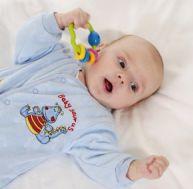 Hochet pour bébé : bien choisir en fonction de l'âge