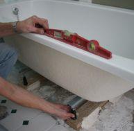 Repeindre sa baignoire une baignoire avec des robinets for Repeindre sa baignoire