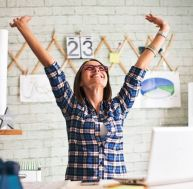 Motivation : 3 raisons de rester au bureau en août / iStock.com - zeljkosantrac