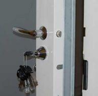 Comment s curiser une porte d 39 entr e d 39 un logement for Combien coute une porte blindee