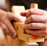 Raboter une pièce de bois