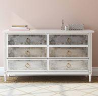 utiliser de la peinture pour r nover les vieilles chaises ou une commode d mod e. Black Bedroom Furniture Sets. Home Design Ideas