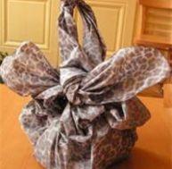 Idées de cadeaux à faire soi-même. Ici un sac Furoshiki