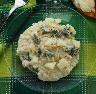 Salade d'épinards crus au roquefort