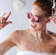 Des miroirs design pour embellir son salon - Miroir salle de bain high tech ...