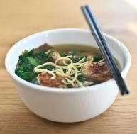 Soupe vietnamienne aux boulettes de porc