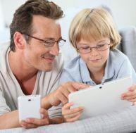 Offrir une tablette numérique à un enfant