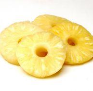 Beignets d'ananas flambés