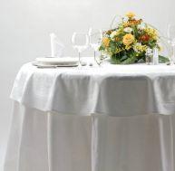 Choisissez une nappe selon la forme de votre table et l'atmosphère que vous souhaitez créer