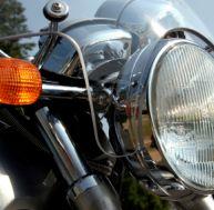 Vérification de l'éclairage de sa moto