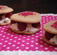 wh/whoopie-pie-chocolat-blanc-framboise-rose.jpg