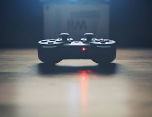 Quels jeux-vidéo emporter avec soi pendant les vacances ?