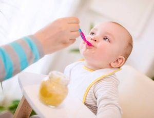 5 idées reçues sur l'alimentation de votre bébé / iStock.com -Ivanko_Brnjakovic