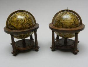 Rarissime paire de globes Vincenzo Coronelli datée 1697