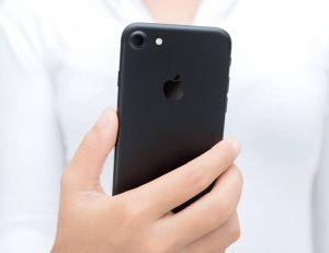Apple : pour son dixième anniversaire, l'iPhone va-t-il recréer la surprise ? / iStock.com - Blackzheep