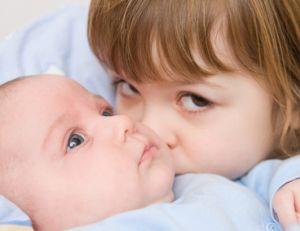 Préparer l'aîné à l'arrivé de bébé