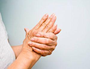Le craquement des doigts n'est pas nécessairement relier à l'arthrose, sur le long terme - iStockPhoto