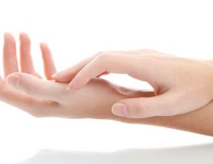 Masser ses mains et son visage soi-même
