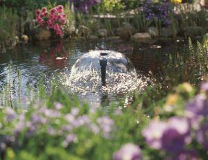 Pompe à jet d'eau pour bassin © Gardena