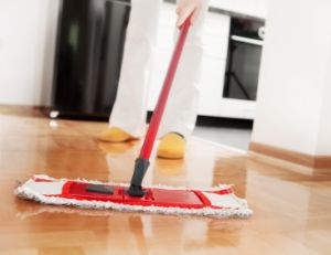 Avoir recours à une aide-ménagère pour personnes âgées