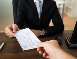 Banques : les anciens malades n'auront plus à déclarer leur maladie / iStock.com - Andrey Popov