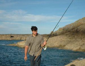 La pêche depuis les rochers demande une bonne forme physique