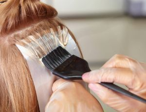 Beauté insolite : découvrez le démaquillant pour cheveux / iStock.com -Alex_Doubovitsky