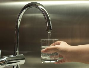 Pourquoi l'eau du robinet est souvent meilleure que l'eau en bouteille