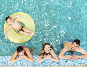 Comment aménager la bordure d'une piscine?