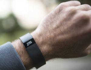 Une université américaine oblige ses nouveaux étudiants à réaliser 10 000 pas par jour, et contrôle leur progression via des bracelets Fitbit