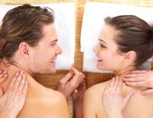 Couple dans un institut de massage