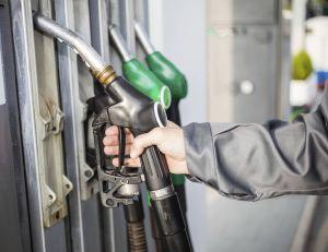 Les prix des carburants sont descendus à leur plus bas niveau depuis près de 5 ans