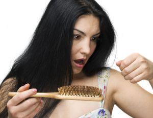 Chute de cheveux : existe-t-il une solution ?