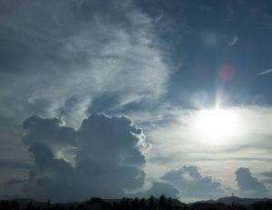 Les personnes distinguant des visages dans les nuages auraient une tendance à la névrose, selon une étude - Flickr CC. / dbgg1979