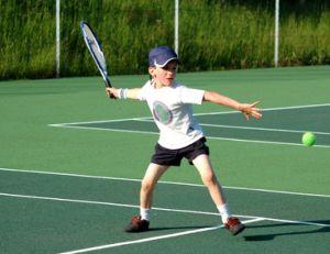 Trouver un club de tennis pour son enfant à Paris
