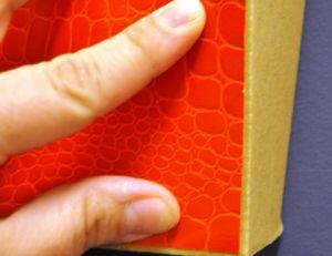 D corer un meuble en carton avec du papier peint - Vinyl a coller sur meuble ...